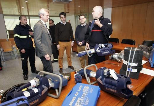 A Xunta fai entrega ao GES de Mugardos dun equipo de excarceración que reforza e mellora a atención ás emerxencias