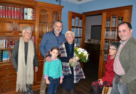 Cambre felicita os aniversarios 102  á súa veciña máis lonxeva