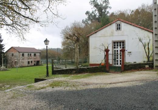 O Concello de Brión investirá 4.500 euros en reparar os destrozos causados por un grupo de descoñecidos na escola unitaria da Luaña