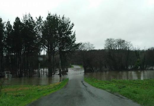 Protección Civil de Oroso informa de cortes en estradas secundarias por inundacións causadas polas fortes choivas das últimas horas
