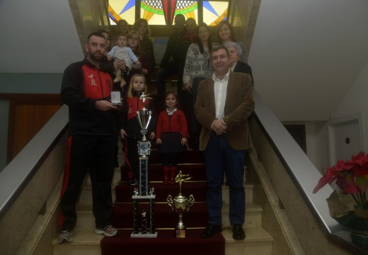 Recepción oficial do deportista Iván Parada novo na Casa do Concello de Riveira