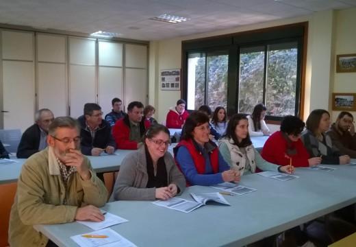 Dezaoito veciños e veciñas de Frades participan nun curso para obter o carné de manipulador de alimentos