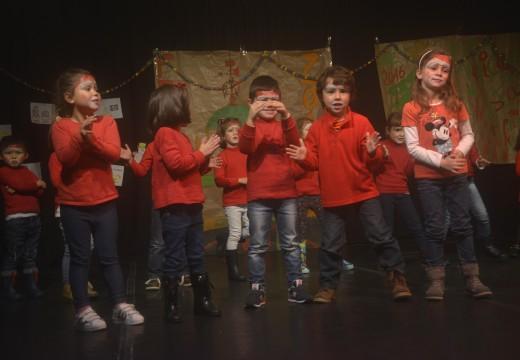 Entrega de diplomas a 150 nenos asistentes aos talleres de conciliación de Nadal