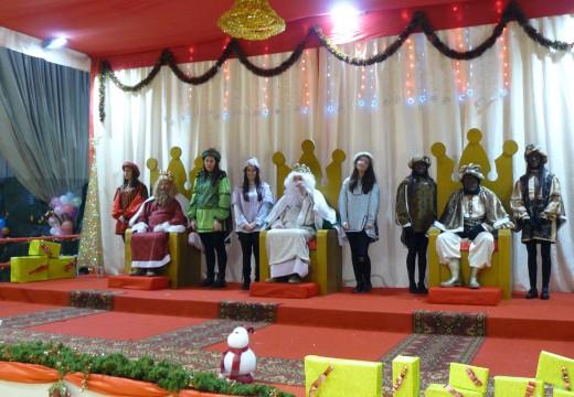 Máis de 800 persoas participan na gran festa de recepción dos Reis Magos en Brión
