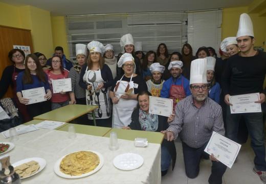 Un total de 25 veciños participaron no curso de cociña e respostería de Entroido