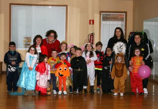 Concurso de disfraces dos nenos e nenas das actividades de conciliación do Concello de Ordes