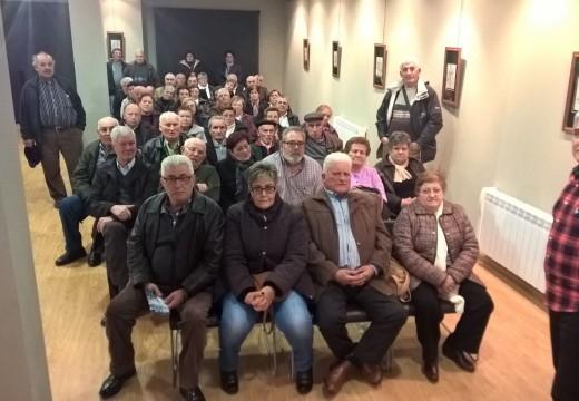 A Asociación de Pensionistas e Xubilados de Meira visitan o Museo do Traxe Juanjo Linares