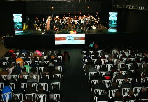 O pobo de Ordes arroupa a súa banda de música no primeiro dos actos conmemorativos do seu XXV aniversario