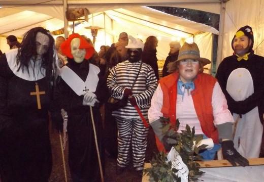 Veciños e veciñas de Restande (Trazo) celebran a tradicional Festa da Corrida do Galo