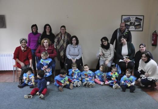 Os nenos e nenas de Preescolar na Casa de Frades celebran unha festa de Entroido