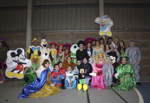 Dúas montaxes brionesas de temática Disney gañan o Concurso de Disfraces de Entroido de Brión, que reuniu a máis de 500 participantes