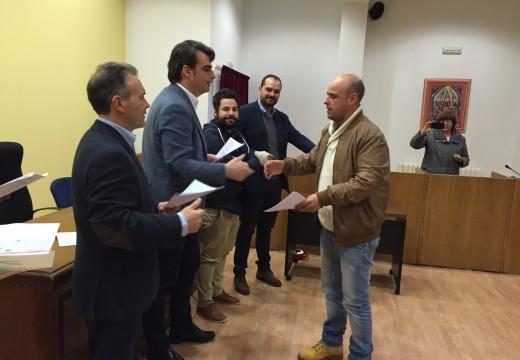 O delegado territorial da Xunta na Coruña, Diego Calvo, asistiu esta mañá na casa do concello de Cabanas ao acto de clausura do obradoiro de emprego