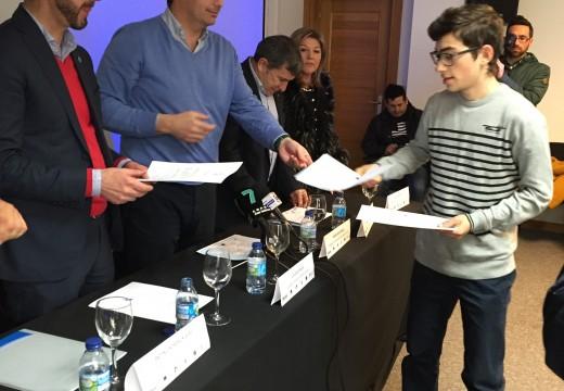"""Diego Calvo defende en Ribeira a """"capacidade formativa"""" dos obradoiros de emprego financiados pola Xunta"""