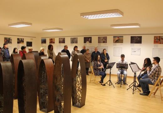 """A sala de exposicións de Lousame acolle ata finais de marzo a primeira parte da mostra """"Nós-outras. Creadoras no Barbanza"""""""
