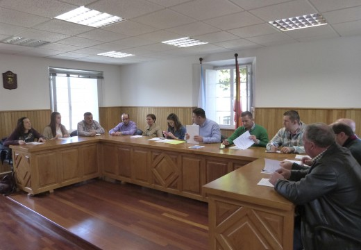 O pleno municipal aproba por unanimidade destinar 13.351 euros do PAI 2016 a amortizar a débeda bancaria do Concello de Frades