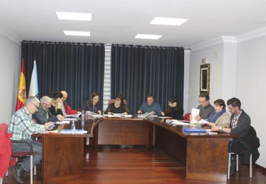 O pleno de Lousame pide que se aplique a máxima bonificación e o mínimo coeficiente aos inmobles con actividade agrogandeira