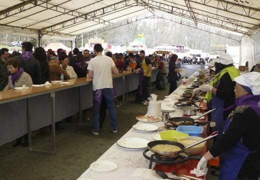 A XI Festa da Merenda de Aiazo (Frades) repartirá de balde un milleiro de tortillas de masa o domingo 20 de marzo