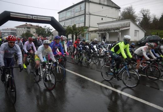 Arredor dos 100 ciclistas que participaron no 'I Trofeo de Ciclismo Concello de Touro Camiño do Holandés'  puxeron en valor e deron lustre á 'Ruta do Holandés', vía alternativa do Camiño Francés utilizada por cicloturistas de Holanda e Centroeuropa