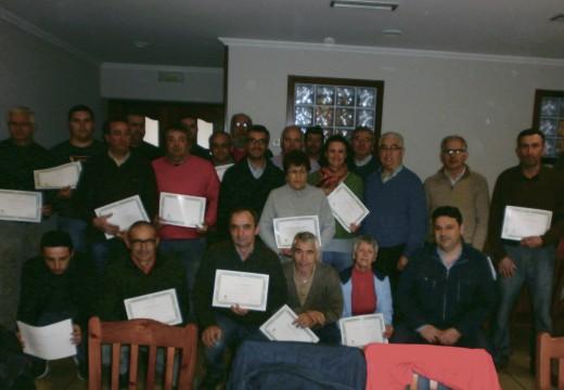 Un total de 25 veciños e veciñas de Frades participaron nun curso de poda e enxertos