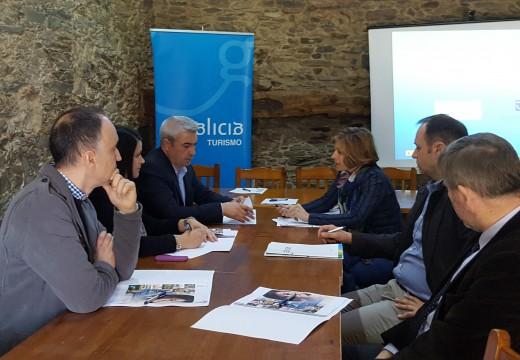 A directora de Turismo de Galicia presenta aos alcaldes do Camiño Francés o programa SICTED