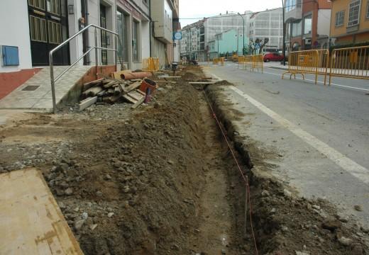 A renovación das beirarrúas da Avenida da Coruña permitirá gañar unha nova área de aparcamentos na cidade riveirense