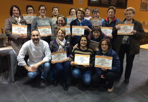 Unha trintena de veciñas participaron en dous cursos de cociña en Ponte Carreira e Galegos