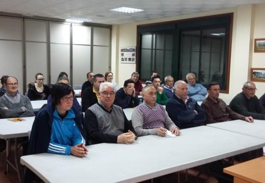 Un total de 26 veciños e veciñas inician un curso de horta ecolóxica en Frades