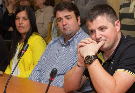 A corporación tomará coñecemento da renuncia no pleno de maio Andrés Fernández presenta a súa renuncia como concelleiro