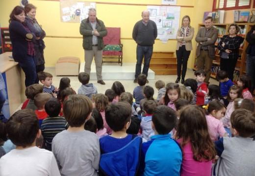 """O Xefe Territorial de Educación clausura o Programa """"Contamos"""" no CEIP Centieiras"""