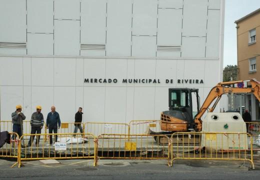 Comezan os traballos de instalación do transformador no novo Mercado de Riveira