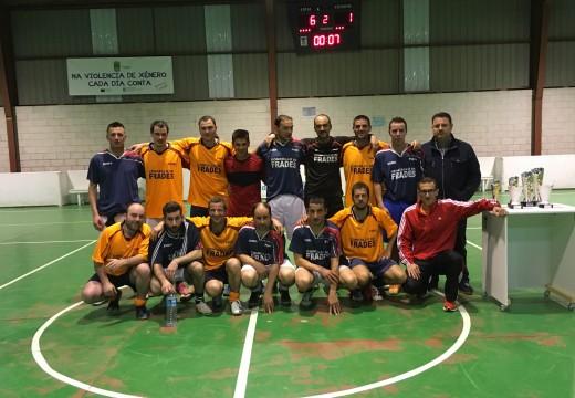 O equipo do Papucín recupera o título de campión da X Liga Municipal de Fútbol Sala de Frades tras golear na final ao Paboi