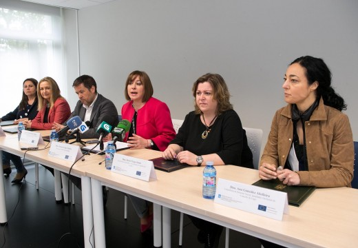 A Xunta asina un protocolo cos concellos da Rede Galega de Acollemento para mellorar a coordinación e os servizos dos centros que atenden as mulleres que sofren violencia de xénero
