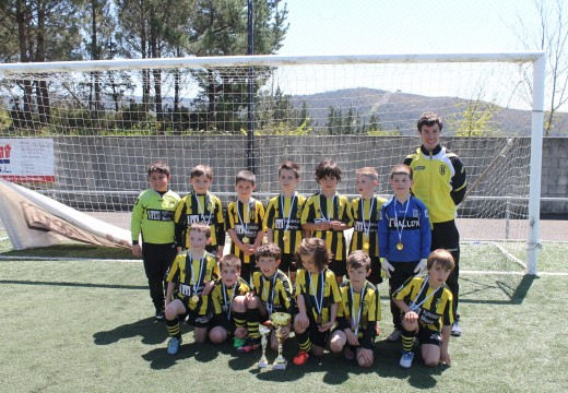"""Os prebenxamíns do Bertamiráns CF """"A"""" gaña o IV Torneo F-8 Concello de Lousame tras gañar por penaltis ao Atlético Riveira"""