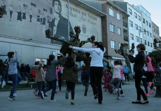 Ordes celebra a pé de rúa o Día Internacional da Danza