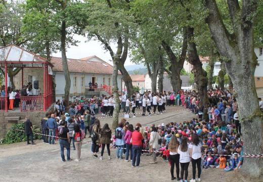 A Festa das Letras na Carballeira reuniu a máis de 500 rapaces e rapazas de Brión en torno á figura de Manuel María