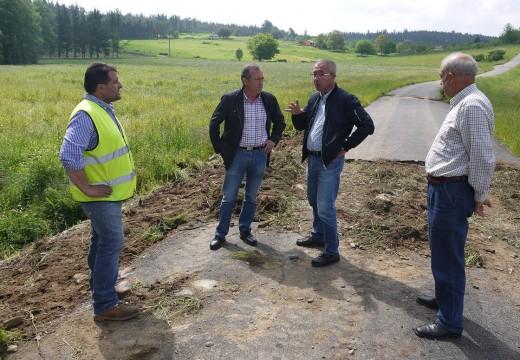 Comenza a reparación da ponte sobre o río Beseño derrubada en xaneiro polas crecidas e que comunica as parroquias de Calvos e Cornado (Touro) con Fonte Díaz, capital do Concello