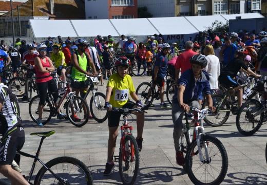 Unhas 900 persoas no Día da Bici de Riveira
