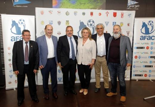 Aproximadamente dous mil nenos, que competiron nas ligas locais e comarcais de fútbol 8 da Coruña