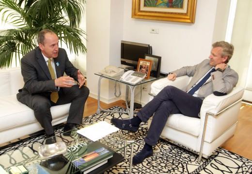 O vicepresidente da Xunta recibe ao presidente da Asociación Galega de Médicos Forenses, Fernando Serrulla Rech