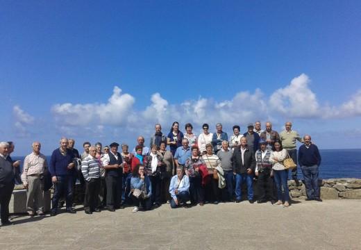 Un centenar de veciños e veciñas de Touro visitan a Costa da Morte