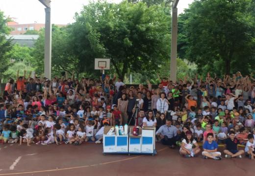 Os alumnos de Portofaro reúnen 600 QUILOS de produtos para colaborar coa despensa de alimentos nun festival solidario