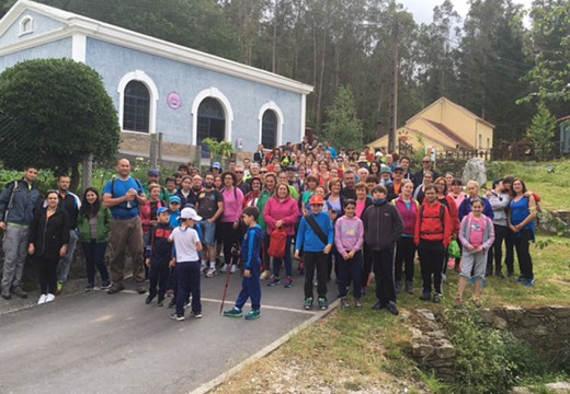 Unhas 130 persoas participaron nunha ruta de sendeirismo entre as minas de San Finx (Lousame) e San Ramón de Bealo (Boiro)