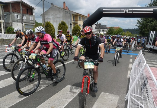 Uns 150 afeccionados ao ciclismo na natureza participaron na VII Ruta Río Ulla en BTT de Touro