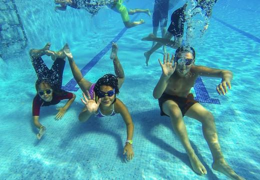 A piscina municipal de San Sadurniño inicia temporada con sol e calor