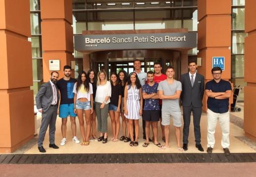 Preto de 400 alumnos do Centro Superior de Hostalería de Galicia realizan prácticas en hoteis e restaurantes internacionais