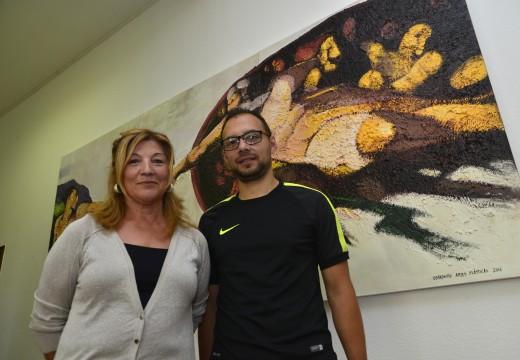 A Casa Consistorial acolle unha nova exposición con 40 obras do obradoiro de artes plásticas para maiores de Riveira
