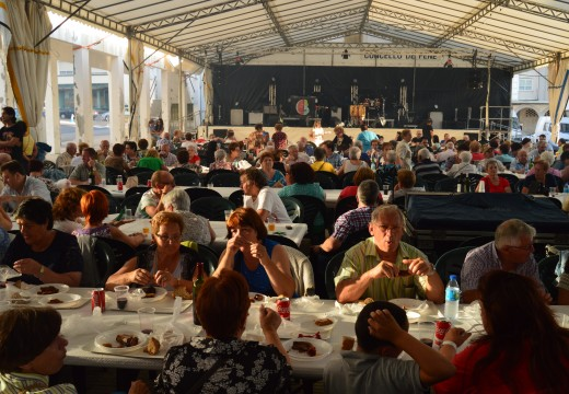 Cincocentas racións de churrasco repartiranse este mércores na Festa da Veciñanza de Fene