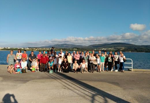 Un total de 55 veciños e veciñas de Frades visitan a praia das Catedrais, Ribadeo e Foz