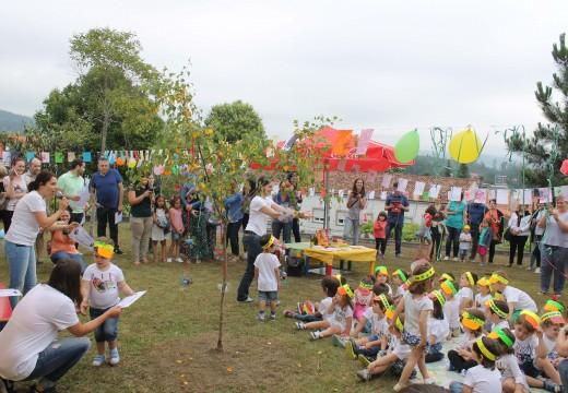 Os meniños da gardería municipal de Brión celebran cos seus pais e nais a fin de curso