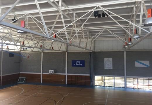 Cambre sonoriza os pavillóns polideportivos